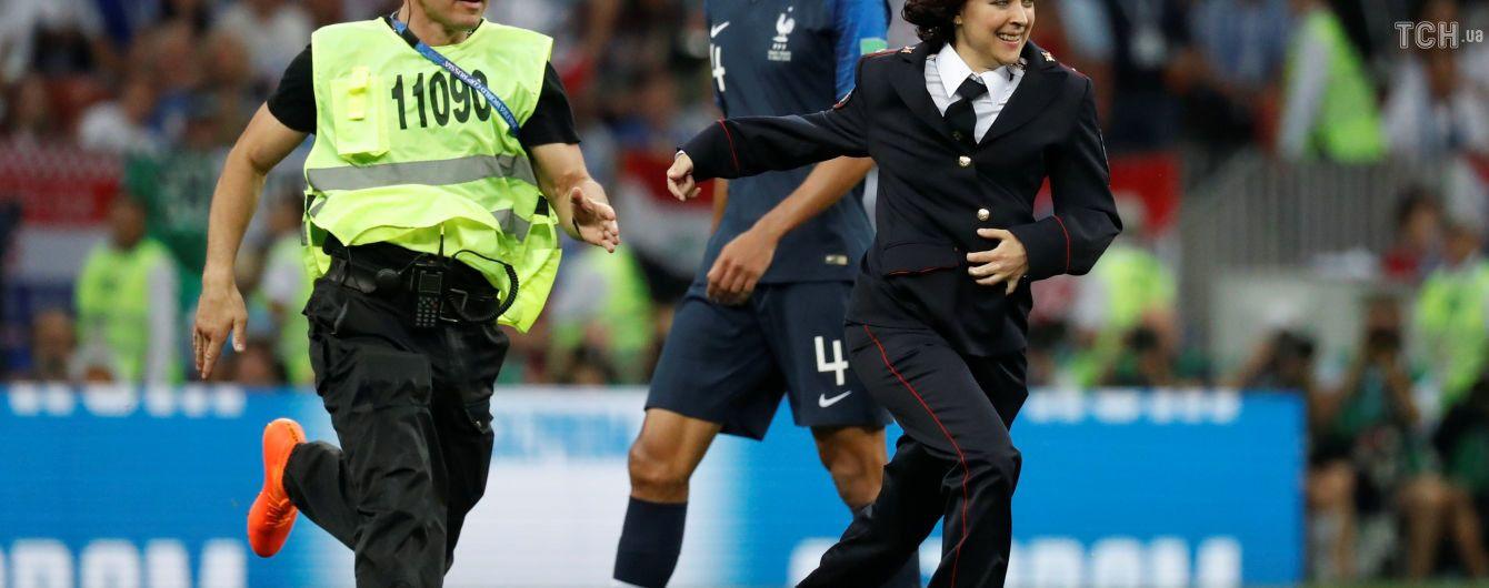 Четыре активиста Pussy Riot после инцидента на футбольном поле получили 15 суток ареста