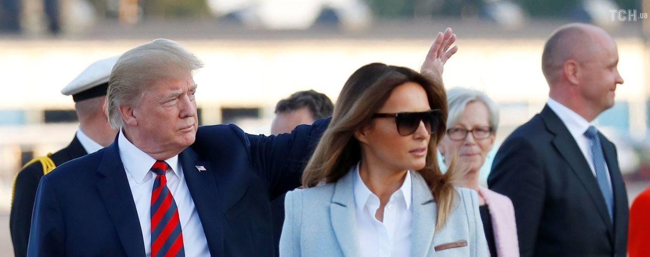 Клятва верности США: родители Мелании Трамп получили американское гражданство