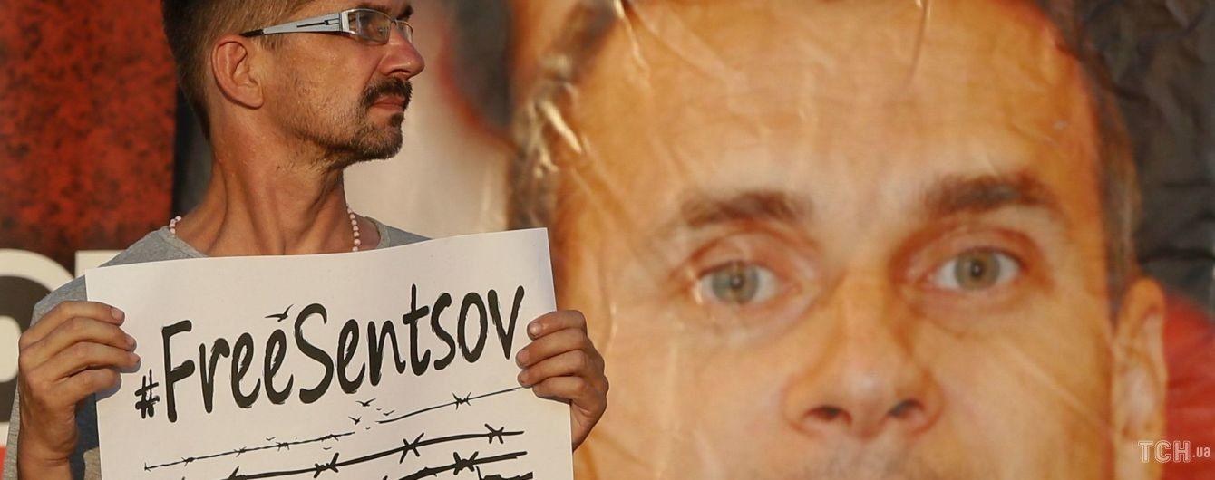 У Росії пояснили, чому не пустили священика до Сенцова