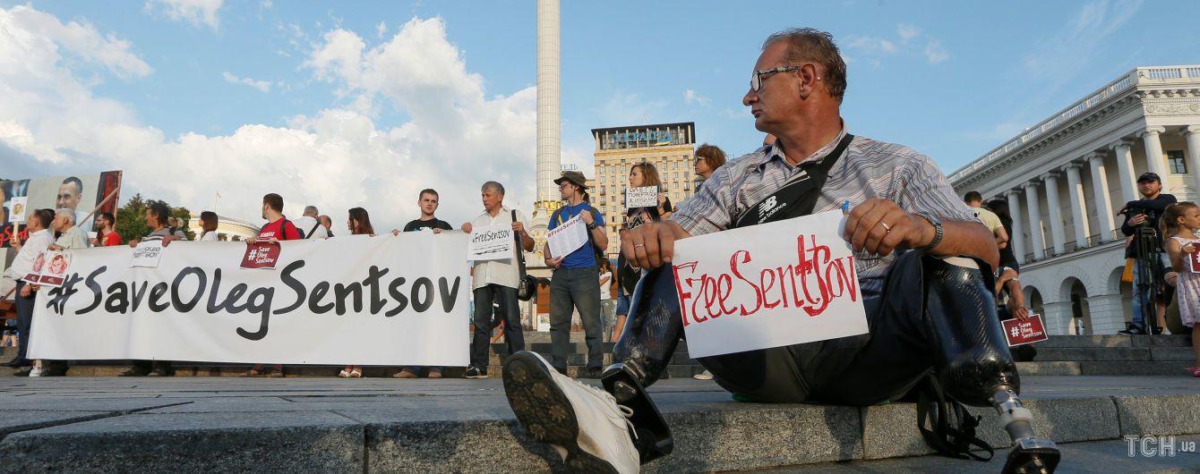 Сестра Сенцова закликала не повідомляти про звільнення, поки режисера не буде в Україні