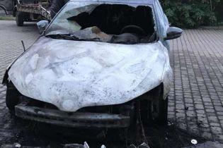 На Закарпатті невідомі спалили авто офіцера Держприкордонслужби