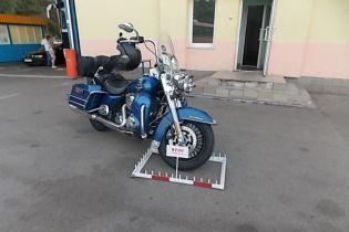 """Чоловік намагався в'їхати в Україну на розшукуваному """"Інтерполом"""" мотоциклі Harley-Davidson"""