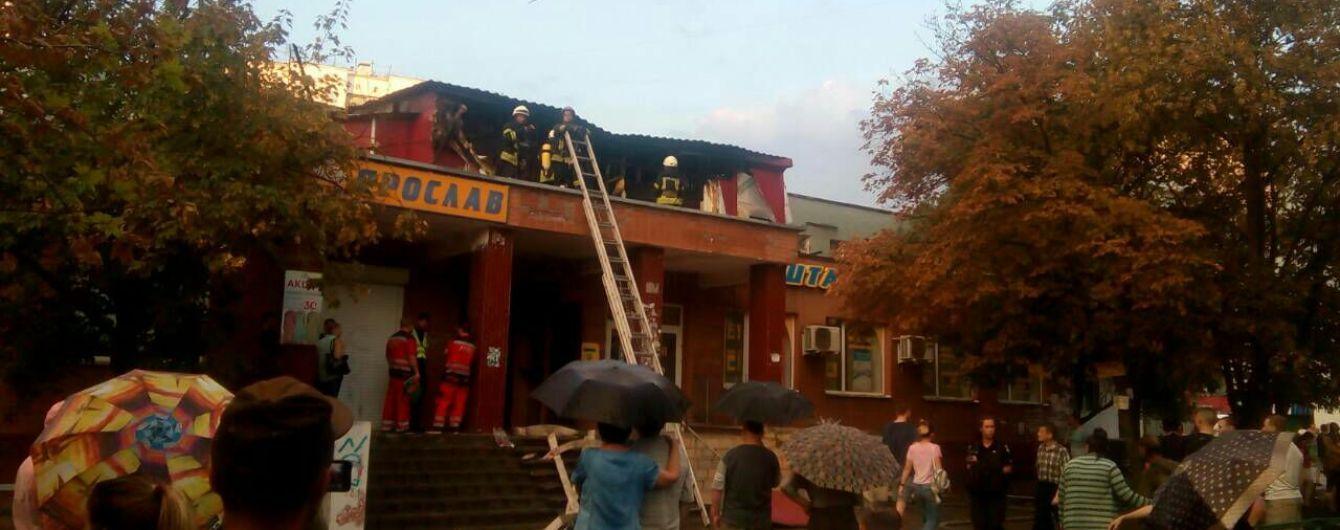 Облився запальною сумішшю та підпалив себе: пожежу у хостелі зчинив нетверезий пожилець