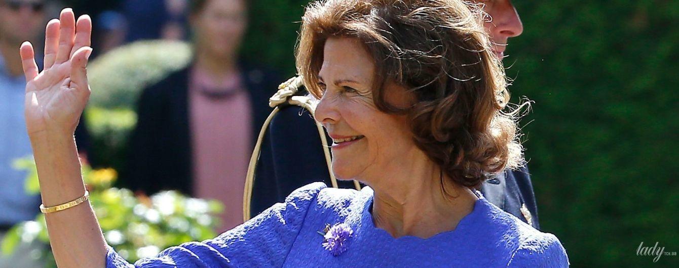 Любит синий цвет: королева Сильвия в красивом наряде посетила торжественное мероприятие