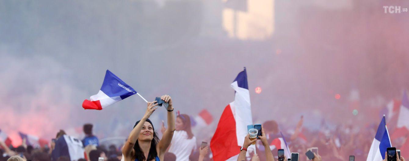 Бурхлива радість і заворушення. Як у Парижі відсвяткували перемогу Франції на ЧС-2018