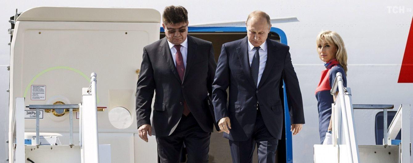 Путин с немалым опозданием прилетел в Хельсинки на исторический саммит с Трампом