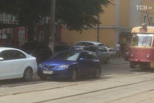 У Києві на Подолі ДТП паралізувала рух трамваїв