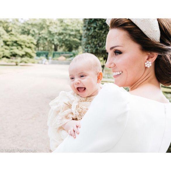 Герцогиня Кембриджская с сыном принцем Луи