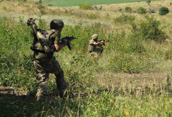 Троє українських військових поранені під час бойових дій на Донбасі