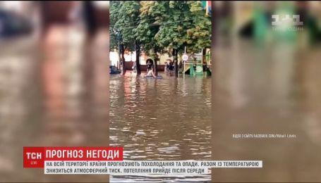 Житель Кривого Рога изобрел способ передвижения затопленными после ливня улицами