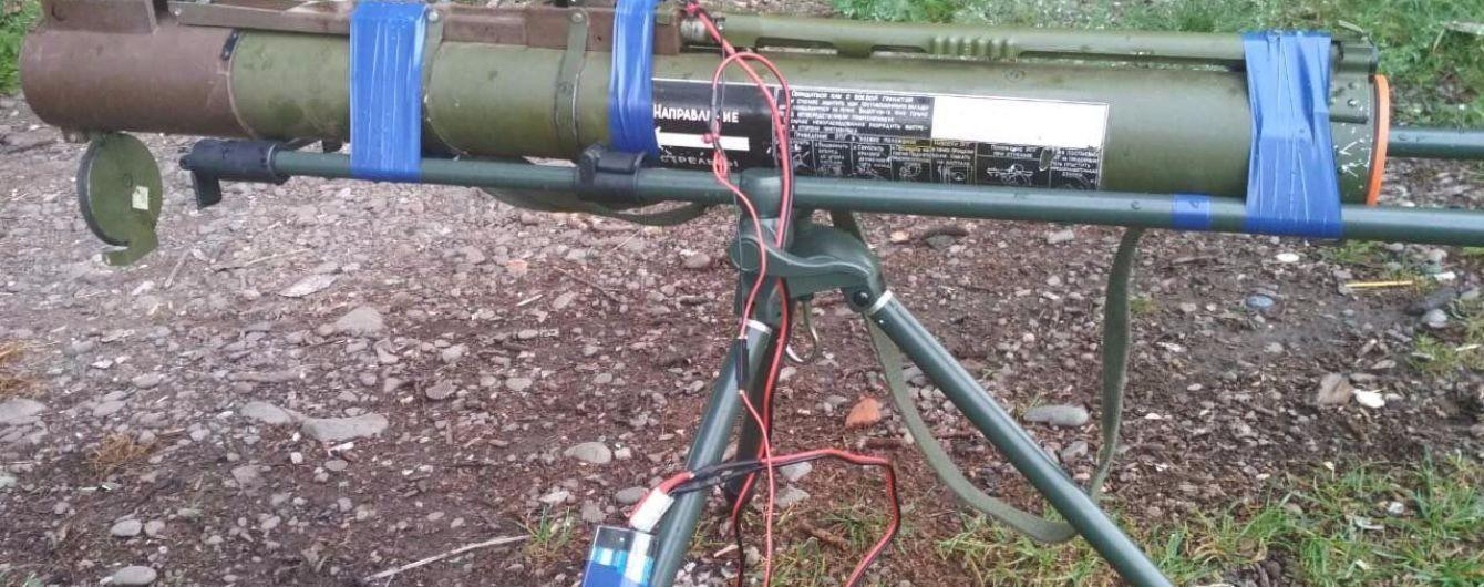 На Закарпатті на території стадіону виявили гранатомет