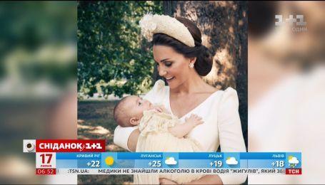 Кенсингтонский дворец показал официальные фото с крестин принца Луи