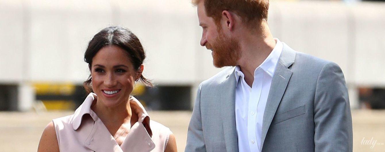 В новом платье и на шпильках: герцогиня Сассекская Меган сходила на выставку с принцем Гарри
