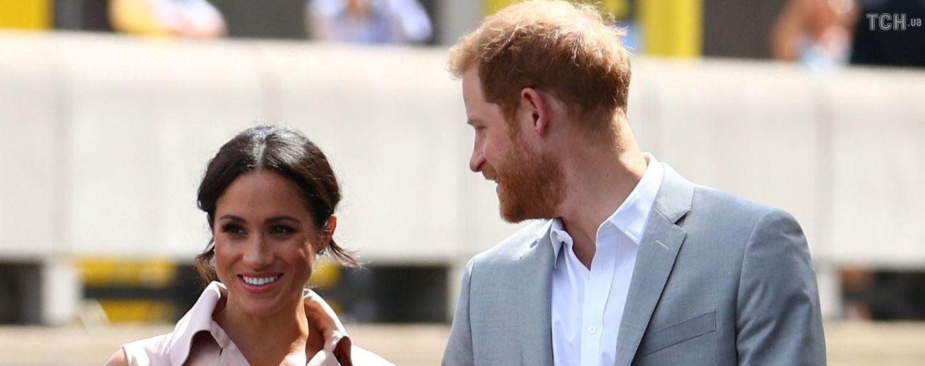 Щасливі й усміхнені принц Гаррі та Меган відвідали виставку у Лондоні