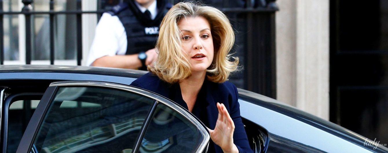 В строгом платье и с крокодиловой сумкой: деловой образ министра международного развития Великобритании