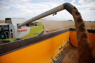 Віджати врожай: аграрії звинуватили силовиків у рейдерському захопленні сої