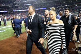 У смугастій сукні з оголеними плечима: Джей Ло з бойфрендом сходила на бейсбол