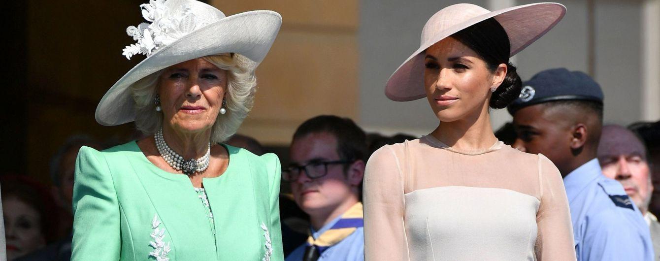 Герцогиня Сассекська Меган і герцогиня Корнуольська Камілла носять схожі прикраси