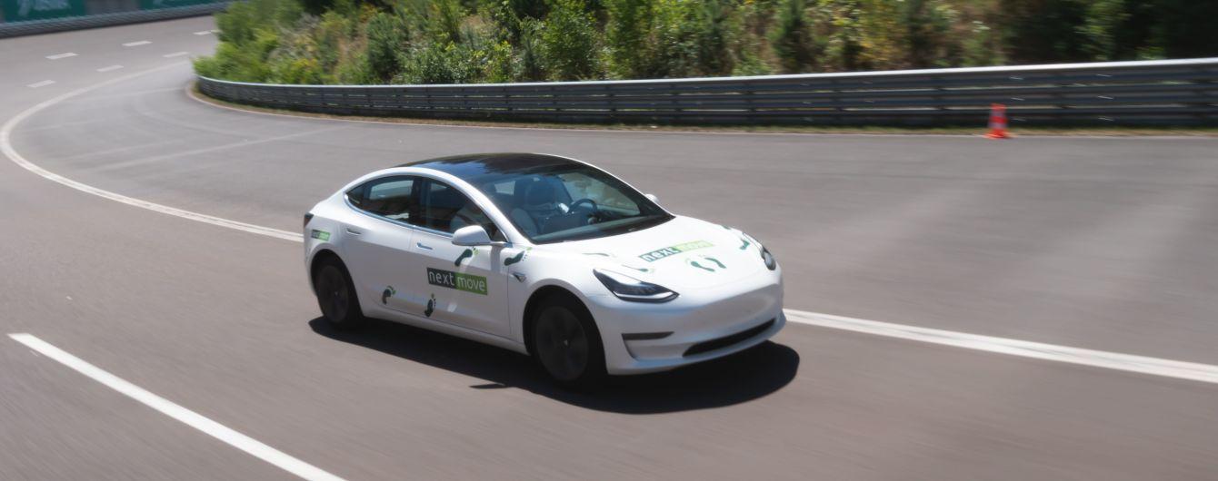 Электрокар Tesla с манекеном за рулем побил собственный рекорд. Видео