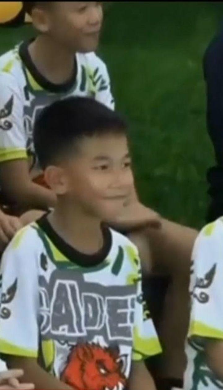 Юні футболісти, врятовані із печери у Таїланді, вперше з'явилися на публіці