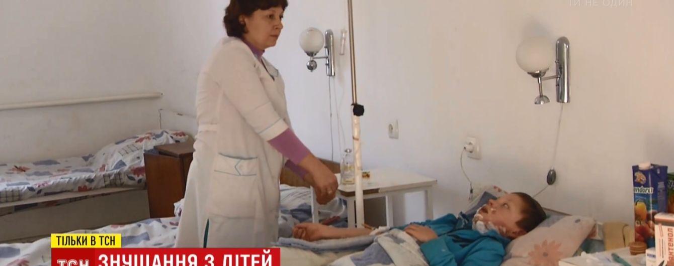 Втричі менше, ніж кілька років тому: чому соцпрацівники не можуть упоратися з побиттям дітей в українських родинах