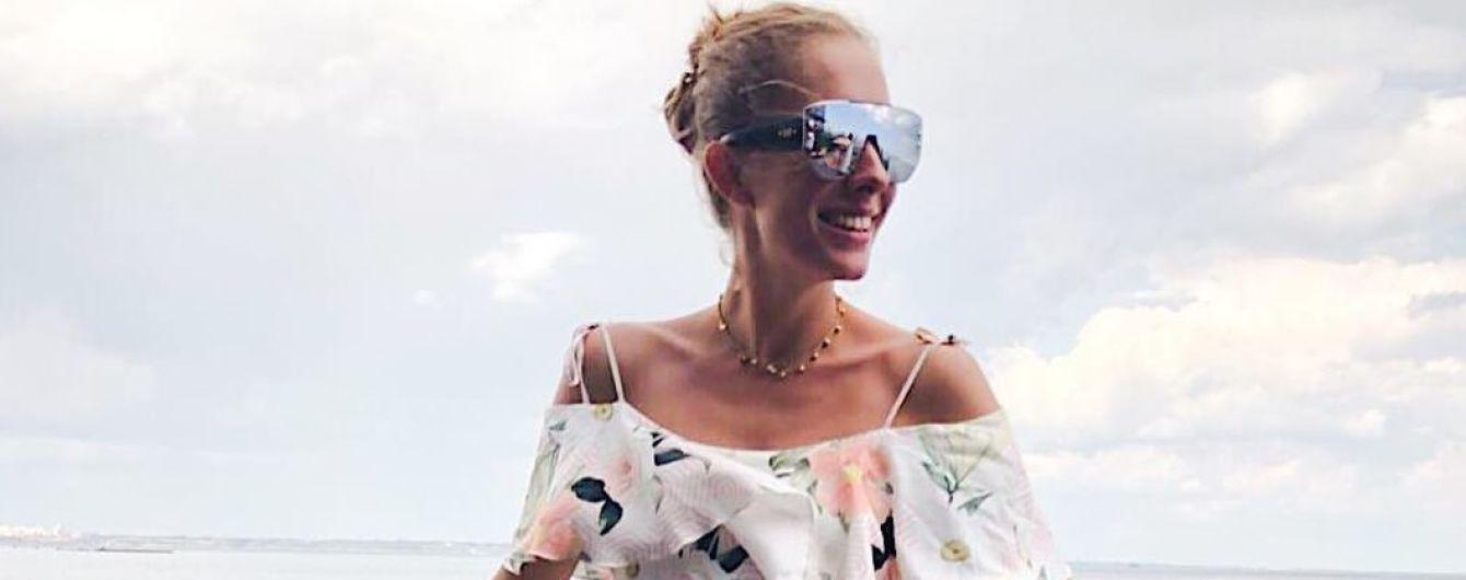 В мини-платье на пустом пляже: Катя Осадчая удивила снимками из Одессы