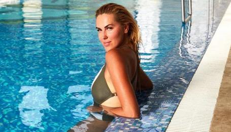 Яна Клочкова у купальнику похизувалася підтягнутою фігурою
