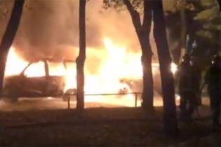 В Киеве на рассвете взорвались два автомобиля, принадлежащие одной семье