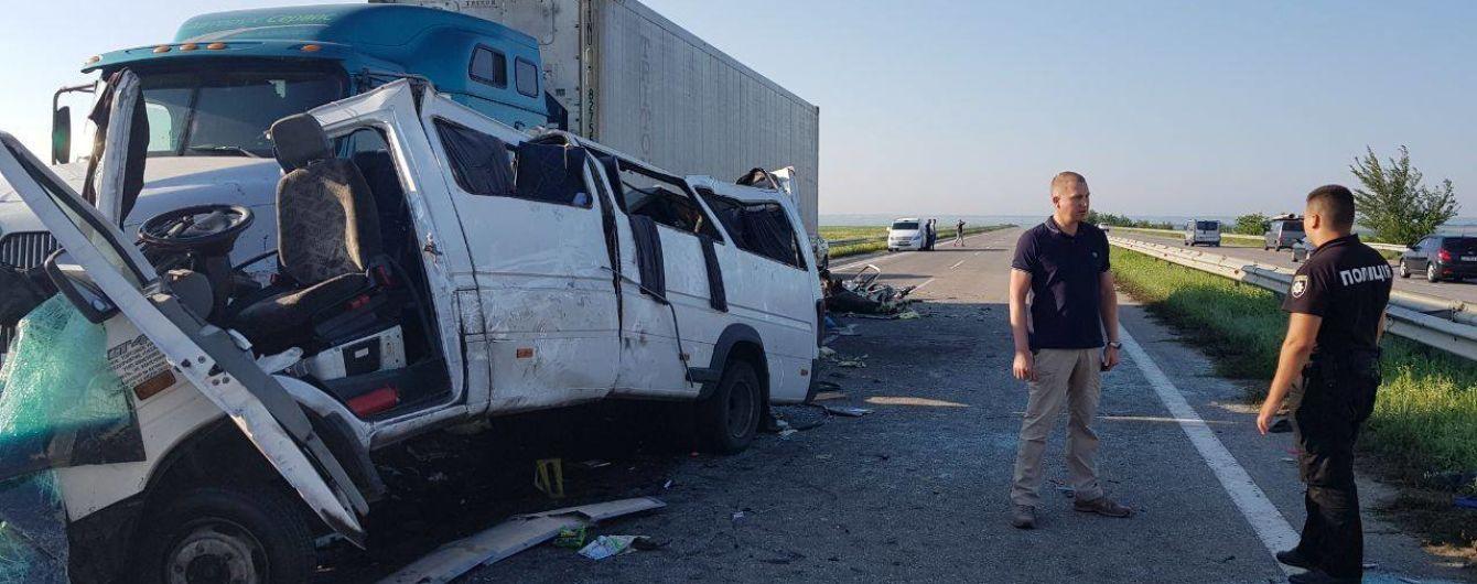 Водія вантажівки, в яку влетіла маршрутка на Миколаївщині, відправили під домашній арешт