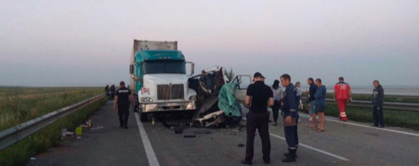 Поліція оголосила підозру водію фури, в яку влетіла маршрутка з білорусами