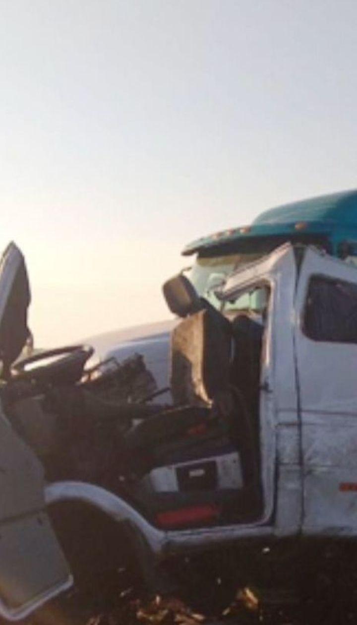 На Миколаївщині мікроавтобус з білоруськими туристами врізався у вантажівку, п'ятеро загиблих