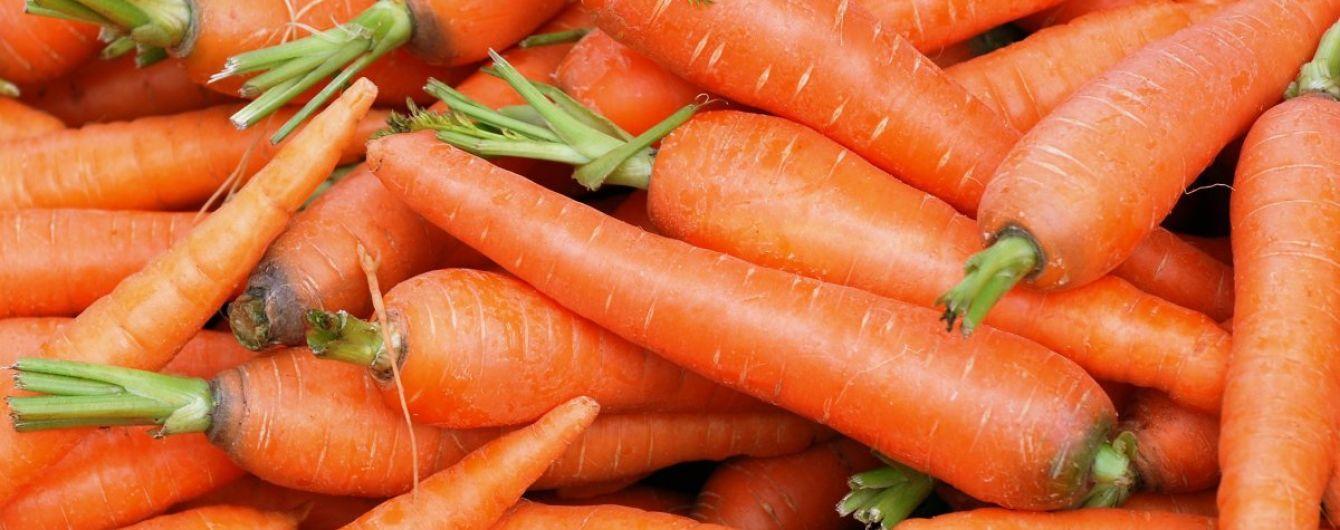 Після захмарних цін в Україні здешевшала морква