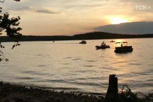У Міссурі на озері затонув туристичний човен: 11 загиблих