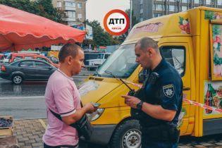 У Києві біля метро продавець шаурми ножем штрикнув клієнта