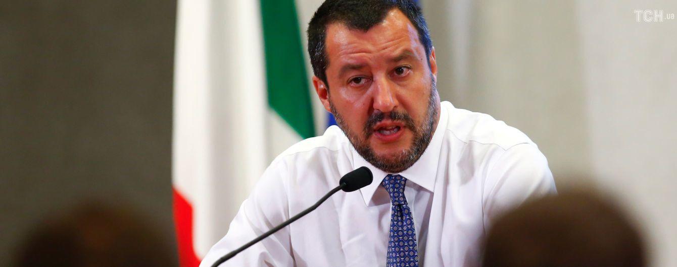 Глава МВД Италии ездит в оккупированный Крым и встречается с Путиным - Зеркаль