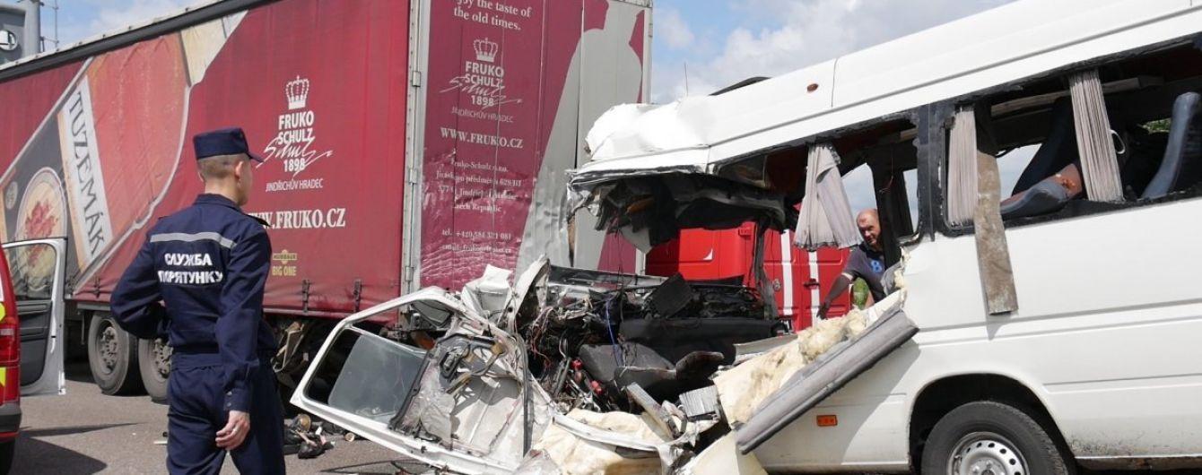 Поліція з'ясувала, що у кривавій автокатастрофі на Житомирщині загинуло троє дітей