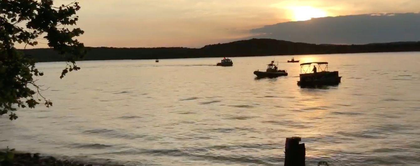 Смертельная халатность: туристов утонувшей в Миссури лодки убедили не надевать спасательные жилеты