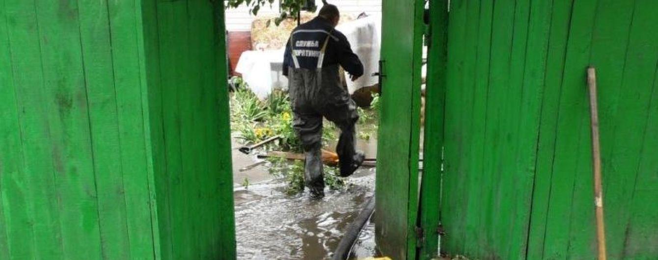 У Чернігові рятувальники намагаються не допустити затоплення міста побутовими відходами з полігону