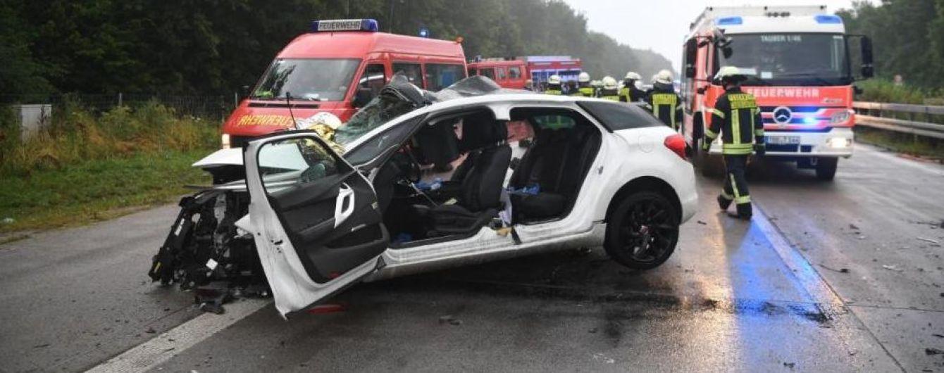 Масштабная авария в Германии. На мокрой трассе смяло 10 автомобилей, 4 человека погибли