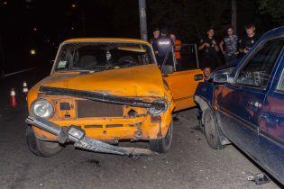 """У Дніпрі п'яні чоловіки на ВАЗ протаранили """"Славуту"""", втікаючи від поліції"""