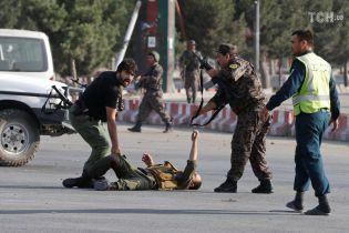 Смертник підірвав себе поблизу аеропорту Кабула, коли там приземлився віце-президент Афганістану