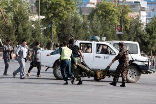 """Боевики """"ИГ"""" взяли на себя ответственность за мощный взрыв в аэропорту Кабула"""