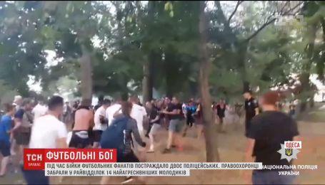 """В Одесі побилися фанати """"Динамо"""" і """"Шахтаря"""", двоє поліцейських травмовані"""