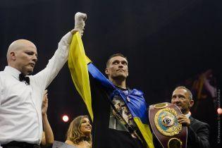 Усик признан лучшим боксером года по версии WBA