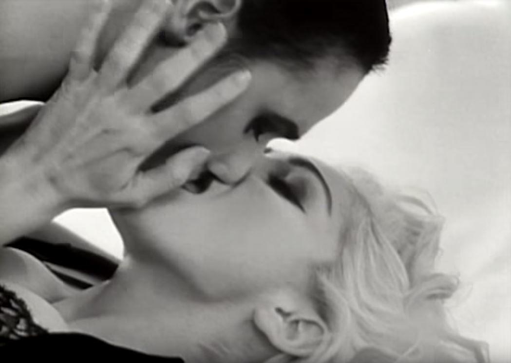 Мадонна кадри з кліпу Justify My Love_2