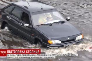 """Кличко пообещал уничтожить озеро в районе """"Левобережной"""", которое создают дожди"""