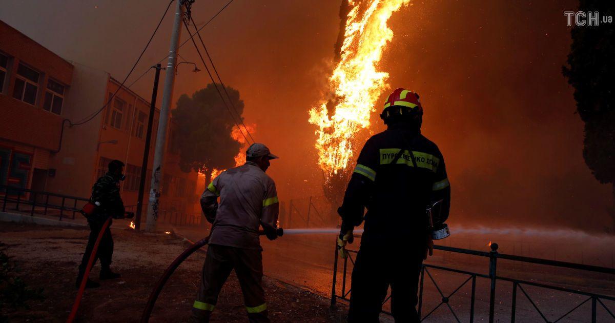 Руйнівні лісові пожежі у Греції