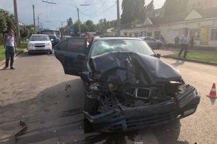 В Черкассах BMW на пешеходном переходе сбил насмерть мать с ребенком