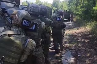 """Обережно, фейк! Прокремлівські ЗМІ поширюють відео """"штурму"""" СБУ бази добровольців на Донбасі"""