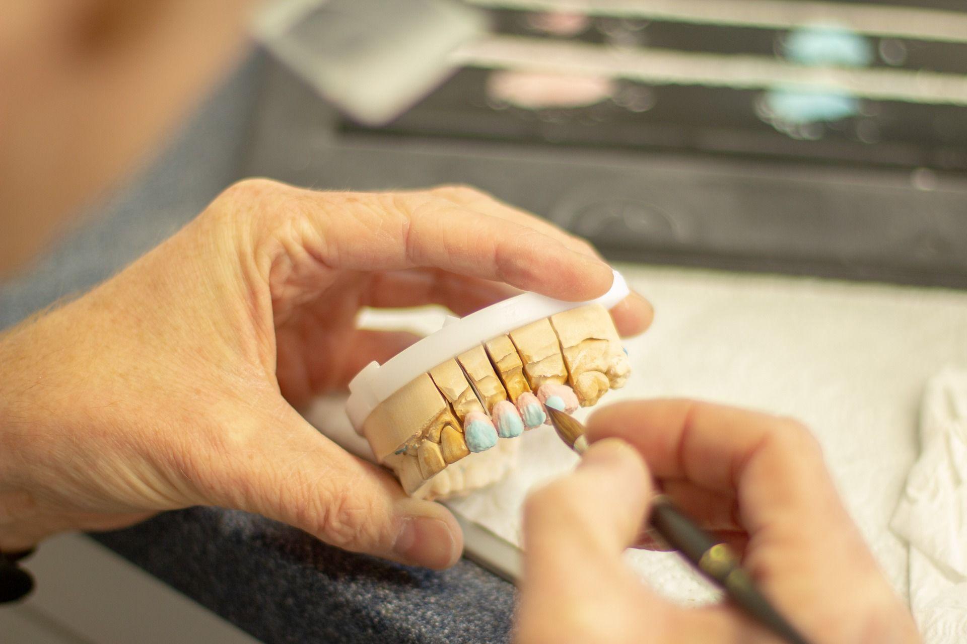 Стоматолог, протезування, зуби
